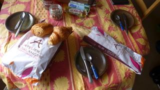 Petit déjeuner - petit déjeuner, baguette, pain au chocolat, boulanger, croissant, beurre