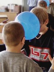 Ballonspiele 1# - kooperativ, Kooperation, lernen, Ballon, Luftballon, Gruppe, Pause, Spiel, spielen, Lernspiel, kooperieren, miteinander, Konflikt, Konfliktlösung, Team, teamfähig, bewegen, integrativ, Wahrnehmung, wahrnehmen