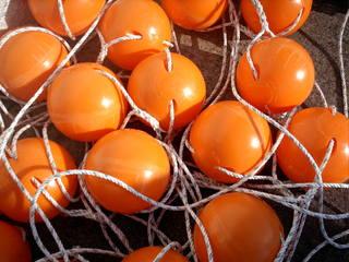 Schwimmerkugeln - Schwimmerkugeln, Fischerei, Netz, orange, Kugeln, Kugel, markieren, schwimmen, Fischfang, Schnur, auffädeln
