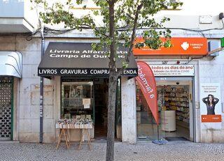 Lissabon Geschäft #2 - Portugal, Lissabon, Geschäft, Bücher, Buch, Medikamente, Apotheke, kaufen, Sprache, portugiesisch, Landeskunde, Auslage, Werbung