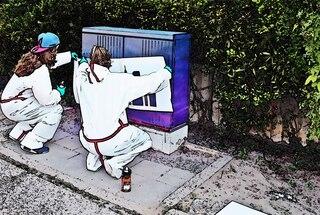 Projekt Graffiti #2 - sprühen, Projekt, Kunst, Farbe, Farbauftrag, Kunst, Kunsterziehung, Graffiti, Graffito, Bild, Kunstform, Wandmalerei, Schriftzug, Straßenkunst, Sprühdosen, verschiedene Caps, Grundierung, Fasermaler, Stencil, Schablone, tag, taggen, Schriftgestaltung, Umweltgestaltung, Kreativität, Ausdruck, gestalten