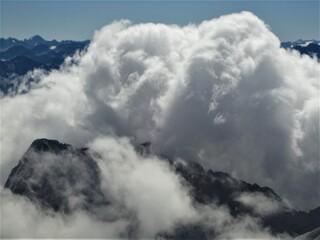 Wolkenbildung auf der Zugspitze - Zugspitze, höchster Berg Deutschlands, 2962 m, Alpen, Wetter, Wolkenbildung, Wolke, Teil des Wettersteingebirges, Grenze zwischen Österreich und Deutschland, Gletscher, Wintersportgebiet, Tourismus
