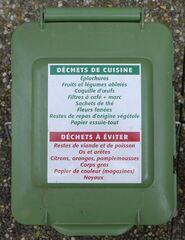 Information Biobox - épluchures, fruits et legumes abimés, coquille, oeufs, filtres à café, restes, viande, poisson, noyaux, citrons, oranges, corps gras