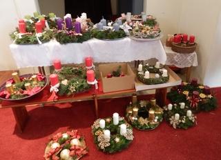 Adventkranzsegnung - Adventkränze, Segnung, Religion, Advent, Adventskranz, Kerze, Kerzen, vier, Weihnachten, Adventszeit