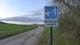 Hinweisschild #2 - Partageons la route - route, partageons, distance, vélo, bicyclette, danger, dépasser, prudence, panneau