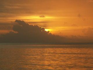 Sonnenuntergang - Wetter, Sonnenuntergang, Wasser, Meer, Horizont, Dämmerung, Stimmung, Atmosphäre, Wolken, gelb, orange, Meditation