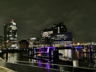 Hamburg Elbphilharmonie bei Nacht - Hamburg, Elbphilharmonie, Nacht, Lichter, Reflektion, Hansestadt, Hafenstadt, Aussicht, Hafen, Elbe, Speicherstadt, Hanse, Kultur, Architektur