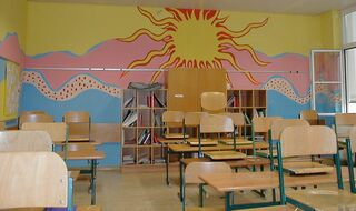 Bunter Klassenraum - bunter Klassenraum, Schule, Klasse, Farbe, Zimmer, Klassenzimmer, Stuhl, Stühle, Tisch