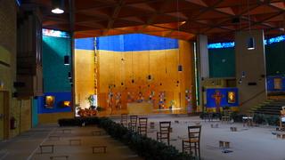 TAIZÉ 03  Innenraum des Gotteshauses - Taizé, Ökumene, ökumenisch, Konfession, Jugend, Zelt, Gemeinschaft, Glauben, Versöhnung