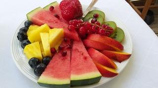 Obstteller - Obstteller, Obst, gesunde Ernährung, Sommer, Johannisbeeren, Blaubeeren, Melone, Kiwi, Apfel, Ananas, Zwischenmahlzeit, Snack