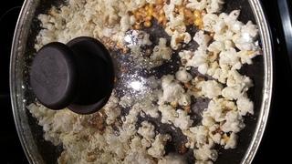 Popcorn - Popcorn, Süßwaren, Puffmais, Knallmais, Maisgericht, Snack