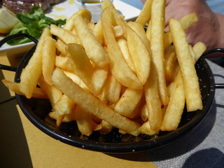 Pommes - Pommes, Kartoffeln, Kartoffelverarbeitung, Nahrungsmittel, Fritten, frittierte Stäbchen, Beilage, Imbiss, Fast Food, Kartoffelgericht, frittieren, Convenience Food