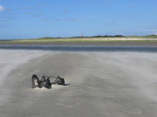 Sandverwehung im Wattenmeer - Wattenmeer, Nordsee, Küste, Sandbank, Sand, Wind, Sandverwehung, wehen, Insel, Dünen, Leuchtturm, Schuhe, Schreibanlass, Kunst