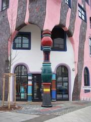 Hundertwasserhaus Säulen - Hundertwasserhaus, Hundertwasser, Säulen, Säule, Grüne Zitadelle
