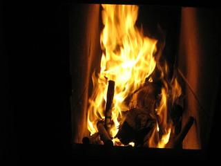 Feuer im Kachelofen - Feuer, Ofen, Kachelofen, Wärme, Flamme, Kamin, Holz, Hitze, brennen, lodern, heiß, warm, Verbrennung