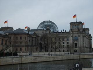 Reichstag Rückansicht - Reichstag, Reichstagsgebäude, Reichtstagskuppel, Parlament, Regierungssitz, Deutscher Bundestag, Bundesrepublik Deutschland, Berlin, Regierung, Politik, Flagge