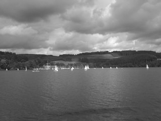 Wolkenstimmung am Biggesee - Biggesee, Bewölkung, schwarz-weiß-Fotografie, Segelboote, Kontrast