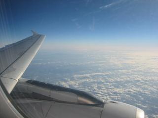 Über den Wolken - Flugzeug, Wolken, Wolkendecke, Lufthülle, Atmosphäre