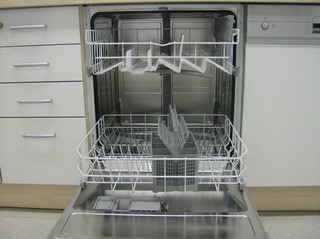 Spülmaschine - Spülmaschine, Geschirrspüler, Geschirrspülmaschine, Küchengerät, Reinigung, maschinell, Geschirr, Geschirrkorb, Besteckkorb, Sprüharme, Edelstahl, Geschirrspülmittelspender, Elektrogerät