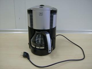 Kaffeemaschine - Kaffeemaschine, Kaffeezubereitung, Kaffee, thermische Extraktion, Filtration, Kaffeefilter, Filterkaffee, Stecker, Kabel, Elektrogerät, Energie, Wärmewirkung