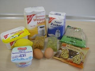 Quarkstollen #1 - Quarkstollen, Stollen, Kuchen, Zutaten, Speisequark, Quark, Zitrone, Zucker, Mehl, Ei, Haselnüsse, Sultaninen, Rosinen, Margarine, Orangeat, Zitronat