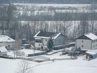 Hausdach im Winter - Wärmedämmung, Wärmeleitung, Wärmelehre, Winter, Schnee, Energie, Energiesparen