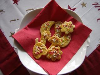 Ausstecher - Plätzchen, Gebäck, Weihnachten, Weihnachtsplätzchen, Mürbteig, Ausstecher, Formen, Eigelb, Streusel, bunt, Buttergebäck, Butterplätzchen
