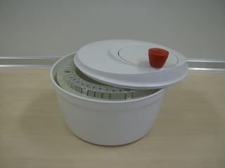 Salatschleuder - Salatschleuder, Kunststoff, Salatkorb, schleudern, trocknen, Kurbelmechanismus, Fliehkraft, Zentrifugalkraft, Zentrifuge, drehen, Übersetzung, Zahnräder
