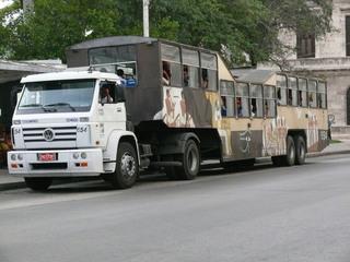 Bus in Havanna - Fortbewegung, Fahrzeug, Bus, öffentlicher Nahverkehr, Transport, Personenbeförderung, Havanna, Kuba, Karibik, Camelo