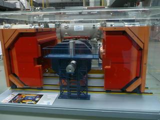 Modell eines Teilchendetektors  - Physik, Teilchenbeschleuniger, Magnetismus, HERA, DESY, Tunnel, Detektor