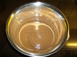 Knusperflocken #1 - Knusperflocken, Schokolade, schmelzen, Wasserbad, Schüssel, Lichtreflexe, Metall, Hohlspiegel, Brennpunkt, Physik