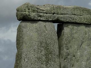 Stonehenge Detailaufnahme - Sarsenstein, Megalith, Stonehenge, Großbritannien, Steinkreis, Weltkulturerbe, Frühgeschichte, Jungsteinzeit, Wiltshire, Grabanlage, Megalithe, Megalith, Pfeilersteine, Pfeilerstein, Decksteine, Deckstein