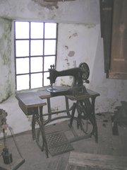 Nähmaschine - Nähmaschine, alt, Pedal, Handrad, nähen, Schwungrad, treten, Tretantrieb, Welle, Riemenantrieb, Physik