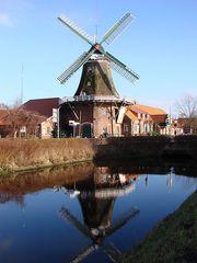 Windmühle 2 - Mühle, Wind, Windmühle, mahlen, Mehl, drehen, Spiegelung, Spiegelbild, Windenergie