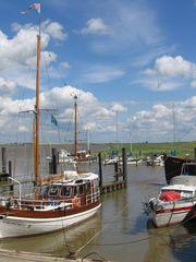 Hafen an der Ems - Hafen, Segelschiff, Schiff, Wasser, Meer, Fluss, Ems, Dollart, Emssperrwerk, Wolken, Ostfriesland, Takelage, Liegeplatz, Leinen, Poller