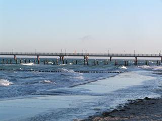 Seebrücke in Zingst/Ostsee - Ostsee, Meer, Wellen, Seebrücke, Strand, Sand, Sandstrand, Brücke