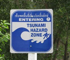 Tsunami-Warnschild - Geografie, Tsunami, Erdbeben, Seebeben, Schild, Warnung, Hinweis, Welle, Gefahr