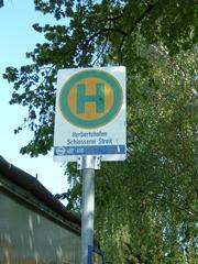 Haltestelle - Verkehrserziehung, Bushaltestelle, Haltestelle, AVV, Schild, Verkehr, halten, anhalten, warten, stopp, halt, Verkehr, grün, gelb, Kreis, Kreisring