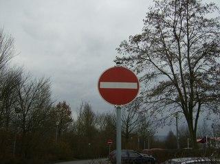 Durchfahrt verboten - Schild, Verkehrsschild, Vorsicht, Achtung, Durchfahrt, rot, Verbot, Einfahrt, symmetrisch, Symmetrieachse, Kreis
