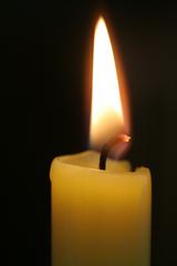 brennende Kerze - Kerze, Flamme, Feuer, Wachs, Weihnachten, Advent, brennen, Licht, heiß, hell, leuchten, Lichtquelle, warm, tropfen, hell, Docht, Flammenmantel, Flammenkern, Sachunterricht, Wärmeströmung, Physik, Chemie, Sauerstoff, Kohlenstoffdioxid, Verbrennung