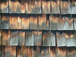 Holzschindeln - Lärche, Holzschindeln, Schindeln, Witterungsbeständigkeit, Verwitterung, Struktur, Muster, Farbverlauf