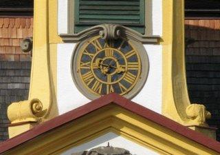 Uhr mit Röm. Zahlen am Ziffernblatt - Uhr, Ziffernblatt, römische Zahl, Zeit, Uhrzeit, Mathematik
