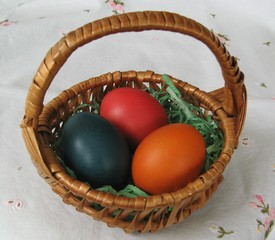 Osternnest - Ostern, Nest, Osterei, drei, Menge, bunt, Eier, Körbchen, Korb, Osternest