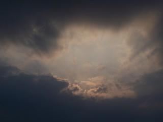 Strahlenhimmel - Wolken, finster, Strahlen, düster, Schattenwelt, Himmel, dunkel, trüb, Abend, Wetter, Licht, Schatten