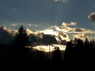 Im Gegenlicht - Wolken, Gegenlicht, Licht, Himmel, Stromleitung