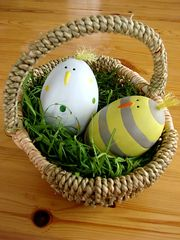 Osterkorb 2 - Ostern, Ostereier, Osterei, Nest, Korb, Eier, Huhn