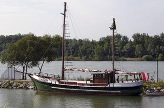 Regentag 1 - Hundertwasser, Regentag, Boot, Segelboot, Kajüte, Strickleiter