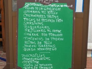 Speiseangebot in einem Imbiss in Spanien - Imbiss, Restaurant, essen, Speisekarte, Mahlzeit, spanisch, Spanien, Mittagessen, Schild, Tafel, Kreide