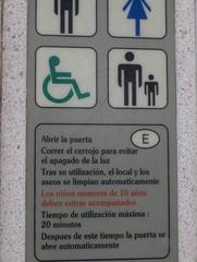 Benutzerhinweis an einer öffentlichen Toilette in Spanien - Spanien, spanisch, Toilette, Schild, Hinweis, Hinweisschild, Gebrauchsanweisung, Toilette, aseo