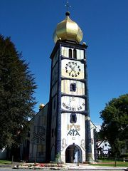 Kirche Bärnbach 1 - Hundertwasser, Kirche, Bärnbach, Kirchturm, Turm, Sankt Barbara, Sonnenuhr